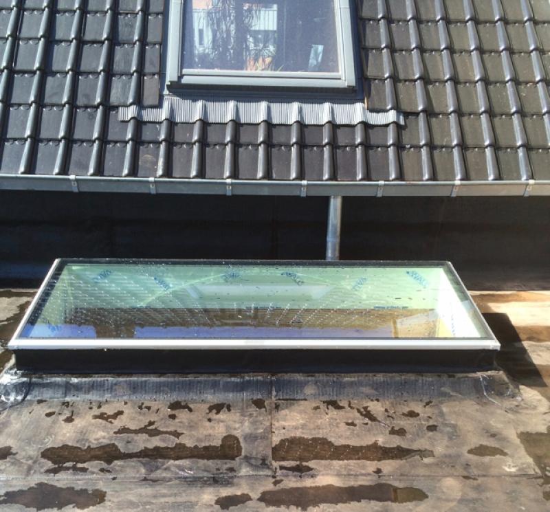plat dak met vlakke lichtkoepel