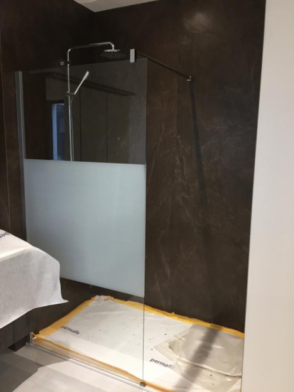 inrichten badkamer + wandbekleding Kerlite
